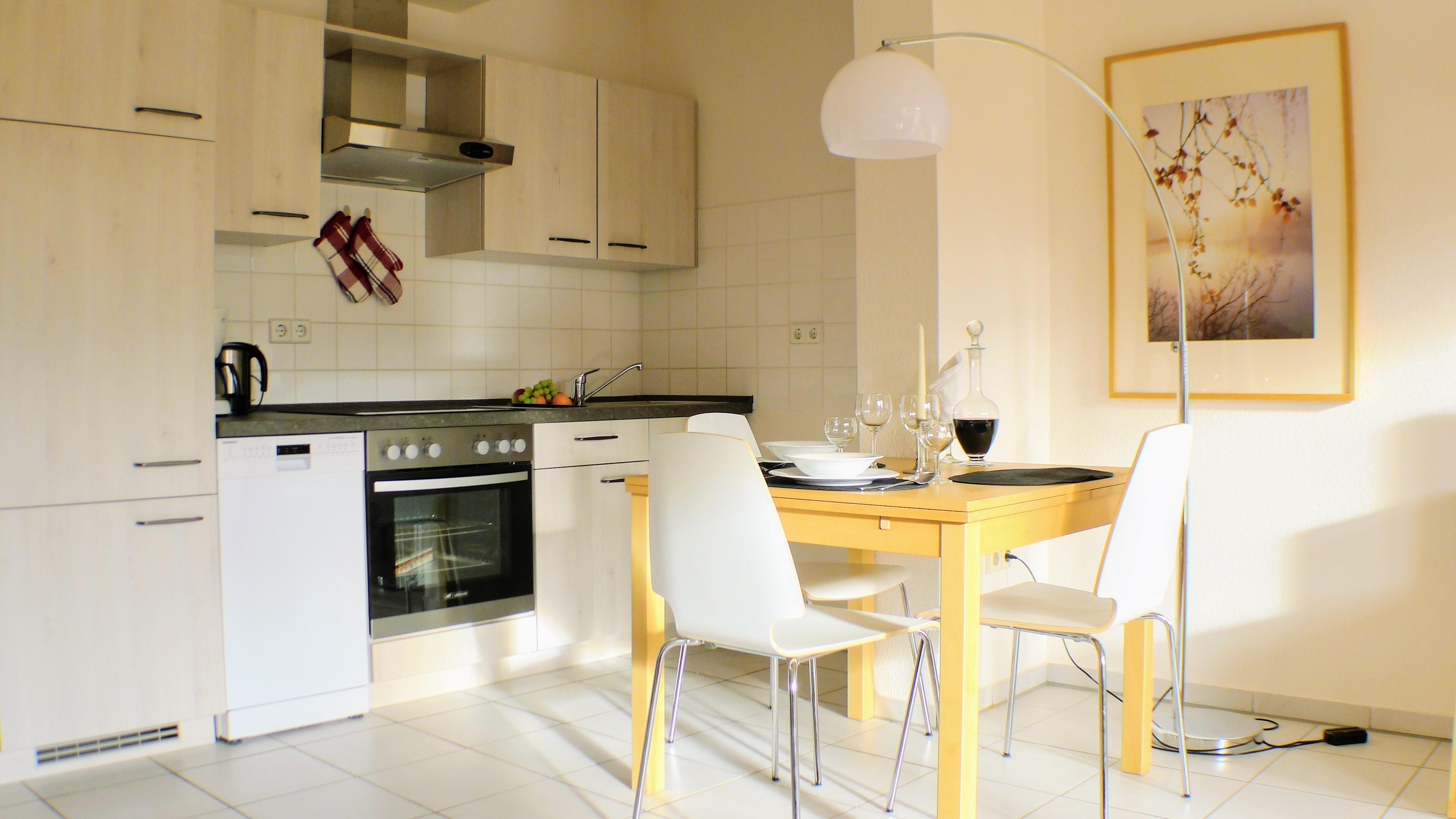 Vorhang auf – da ist sie! Unsere neue FeWo-Küche…